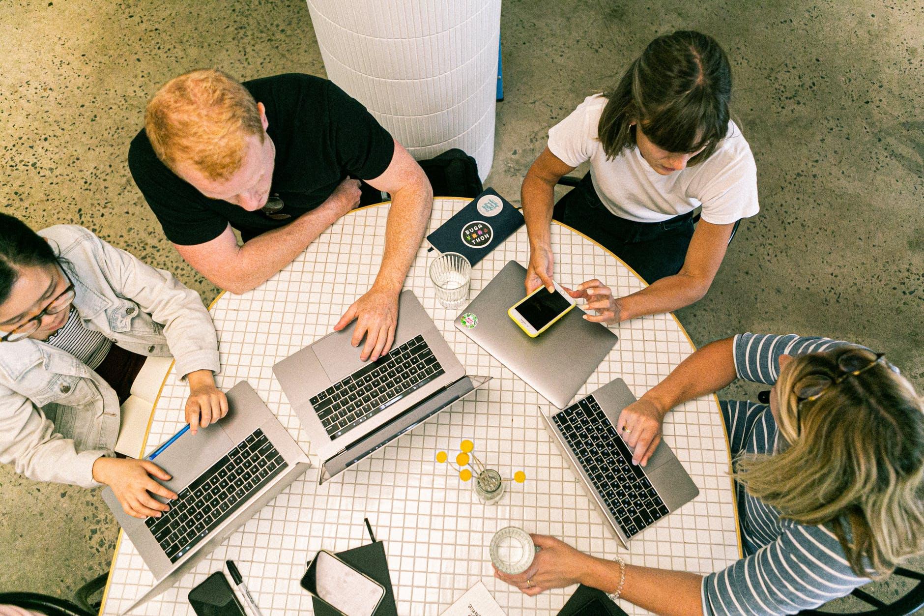 Pierwsze formalności w startupie